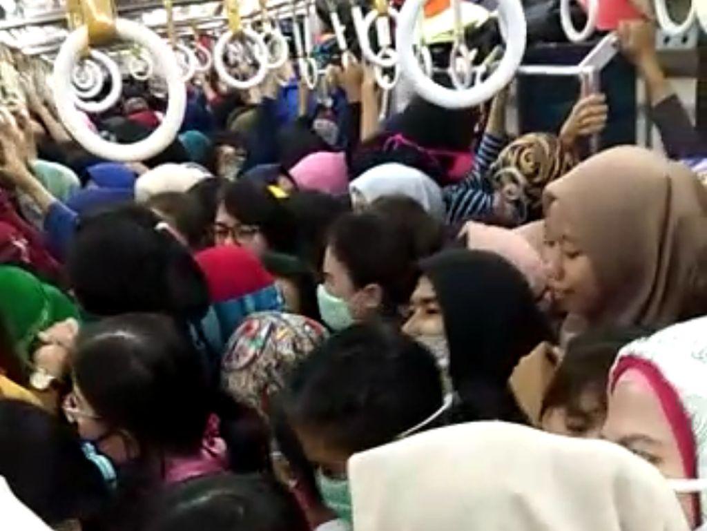 Bak Sarden, Begini Kondisi Desak-desakan di KRL Duri-Tangerang