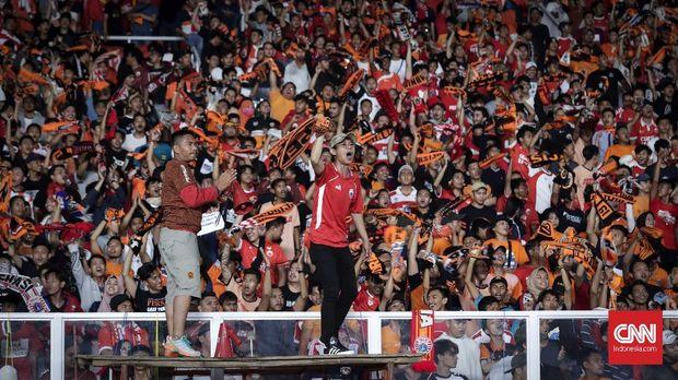 Animo suporter Persija Jakarta membuat panitia memindahkan venue pertandingan ke GBK.