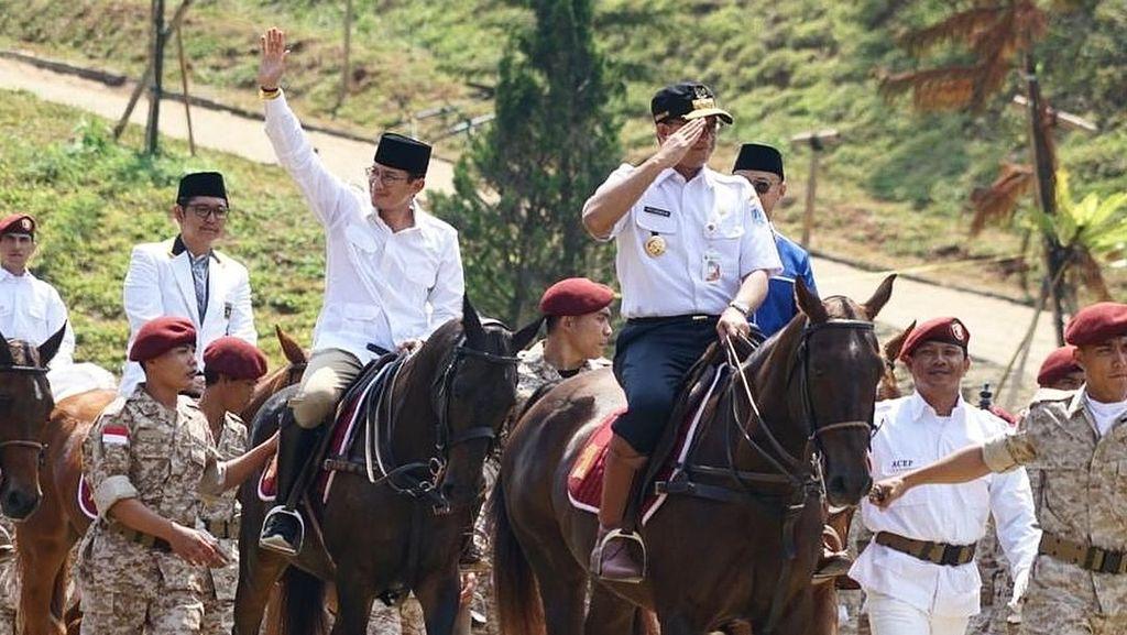 Foto: Momen Anies Diajak Berkuda Bareng Prabowo