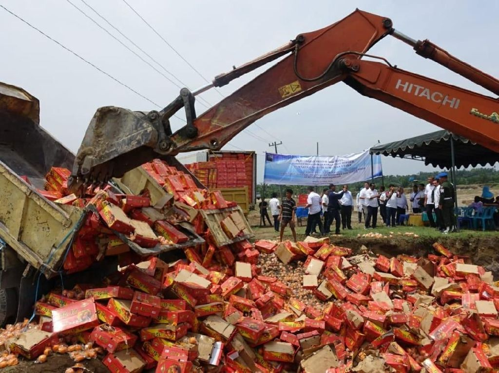 Kemendag Musnahkan Ribuan Jeruk dan Apel Ilegal dari China