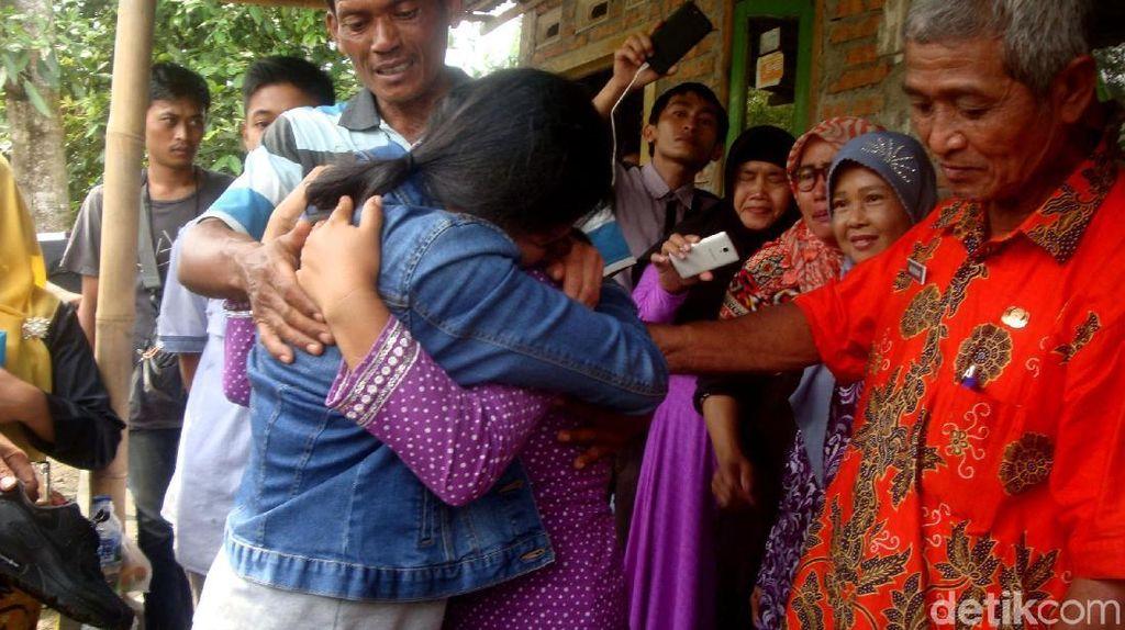 18 Tahun Tak Pulang, Tangis Haru TKW Pecah saat Bertemu Keluarga