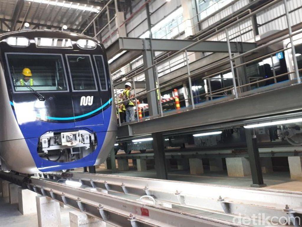 Waktu Tunggu MRT Jakarta Jadi 10 Menit