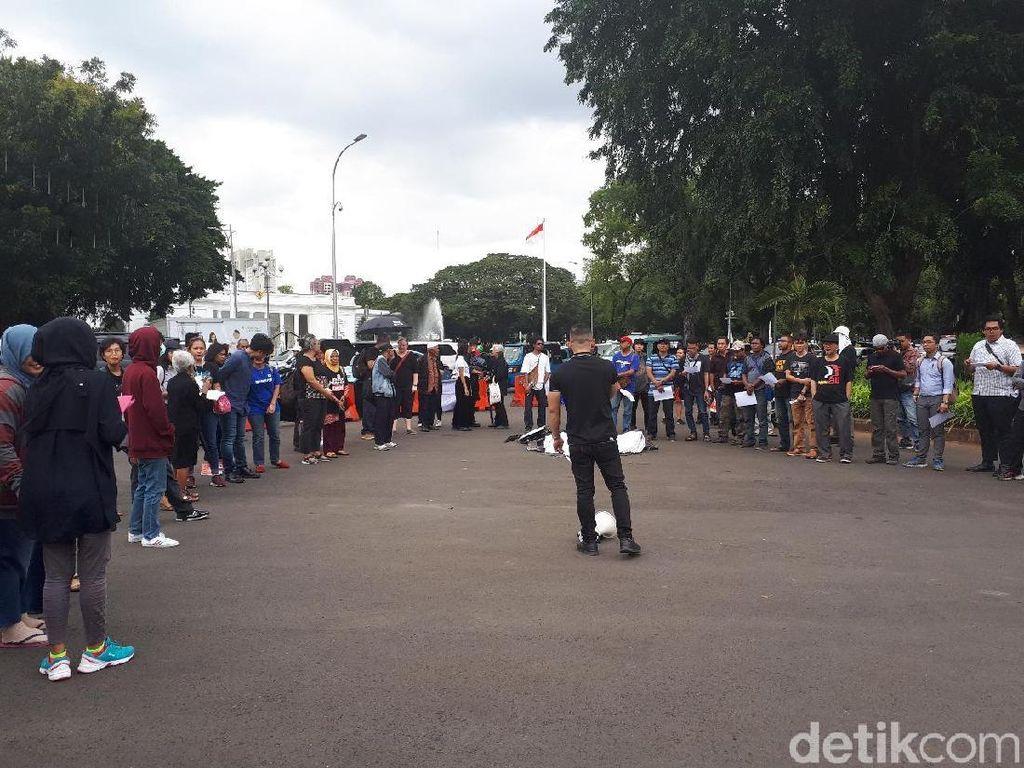 Aksi Kamisan, Massa Minta Jokowi Bentuk TGPF Kasus Novel