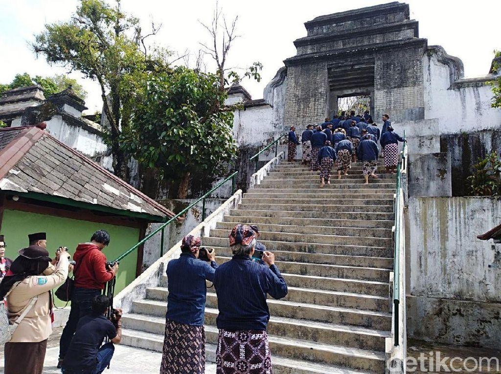 Hari Bapak Pramuka, Ratusan Pegiat Ziarahi Makam Sultan HB IX