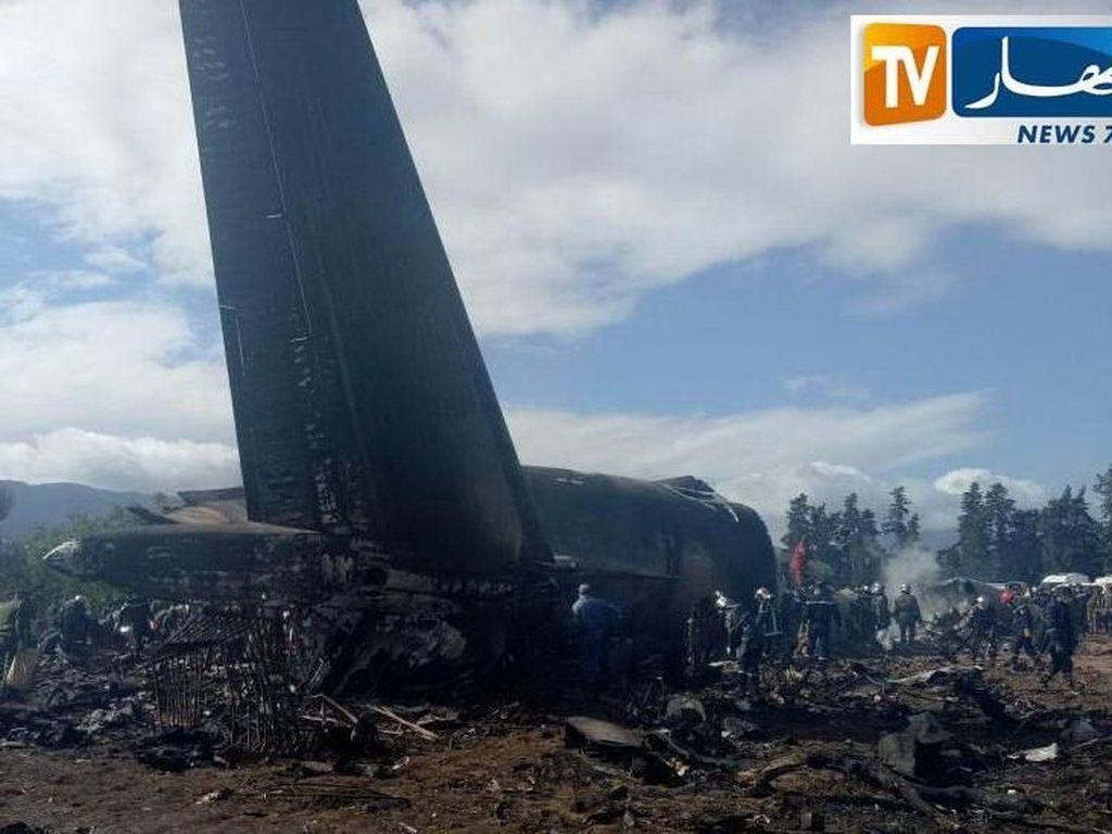 Saksi Jatuhnya Pesawat Militer Aljazair: Banyak Korban Terbakar