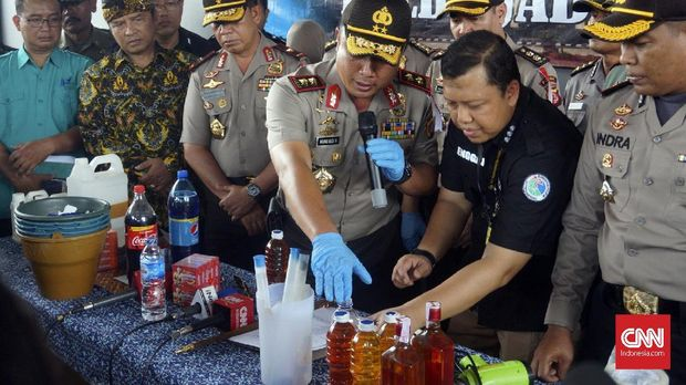 Polisi Sita Ribuan Botol Miras Oplosan di Tangerang