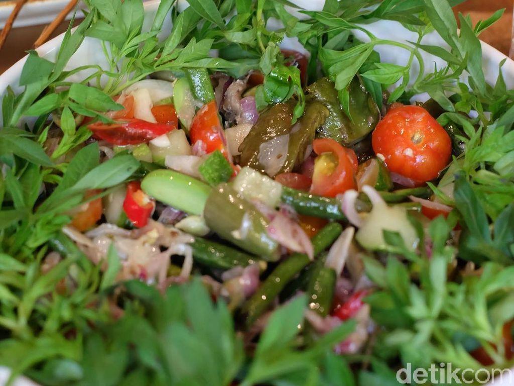 Dimanja Hidangan Nusantara Bersulam Bumbu Autentik di Restoran Daun Muda