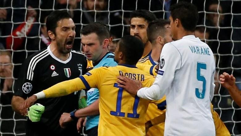 Ini Respons UEFA terhadap Perlakuan Negatif Fans ke Wasit Oliver