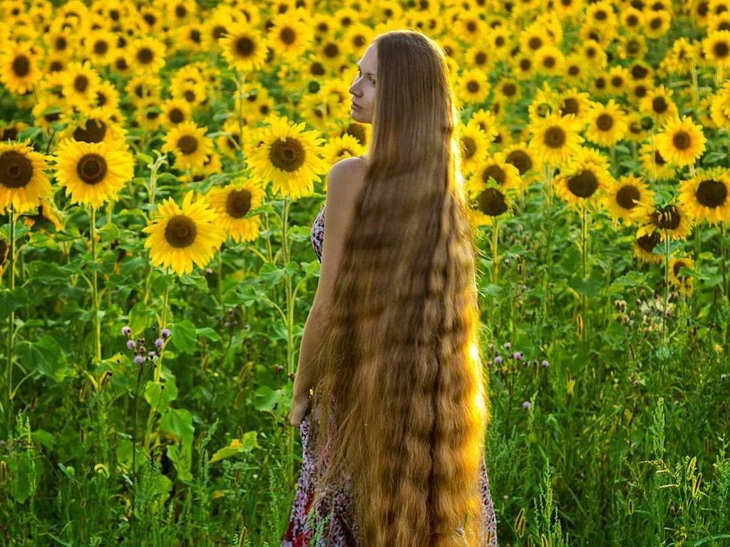 Seperti Ini Jadinya Wanita yang 15 Tahun Tak Pernah Potong Rambut