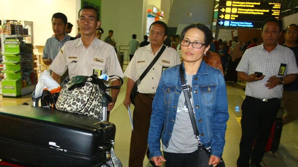 Momen TKW Parinah Kembali ke Indonesia Setelah 18 Tahun