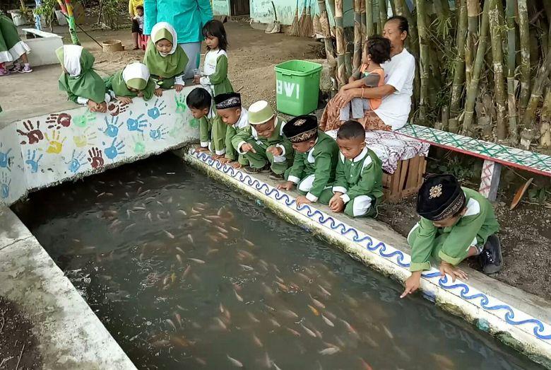 Selokan di Banyuwangi Disulap Jadi Tempat Memelihara Ikan