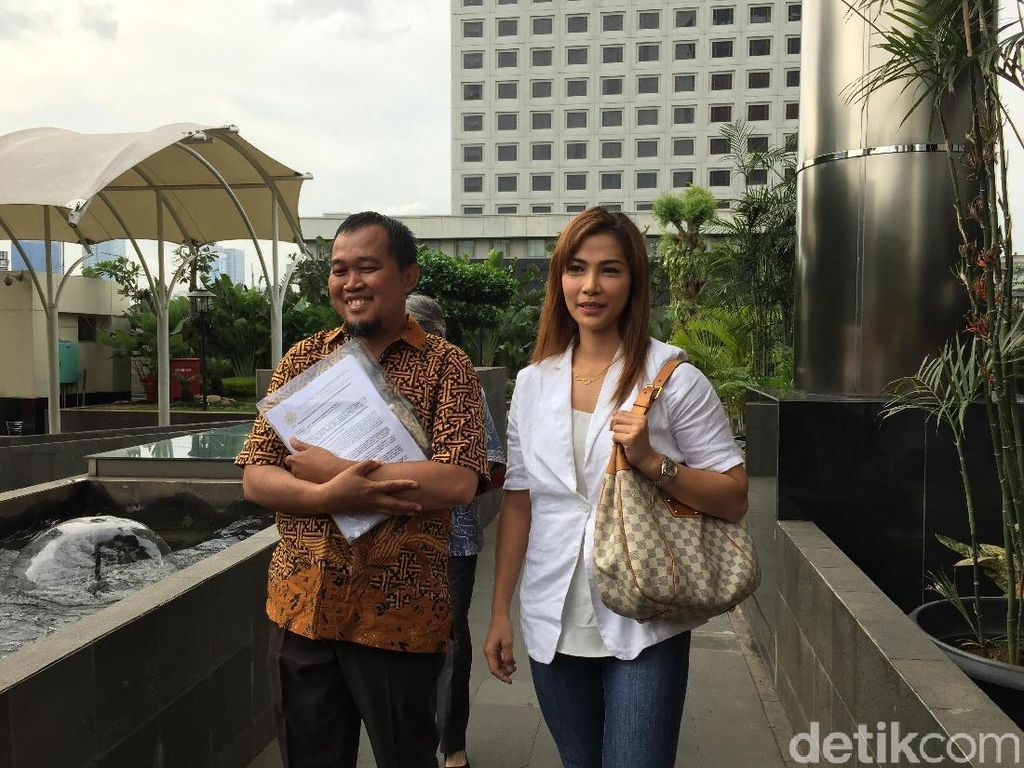 Datang ke KPK Minta Keadilan, Nadia Mulya: Usut Tuntas Century