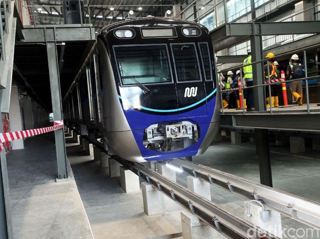 Bernuansa Biru, Kereta MRT Jakarta Tak Lagi Mirip Jangkrik