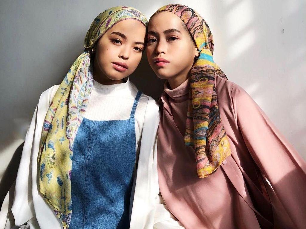 Mirip Banget, Ini Hijabers Kembar Asal Malaysia yang Populer di Medsos