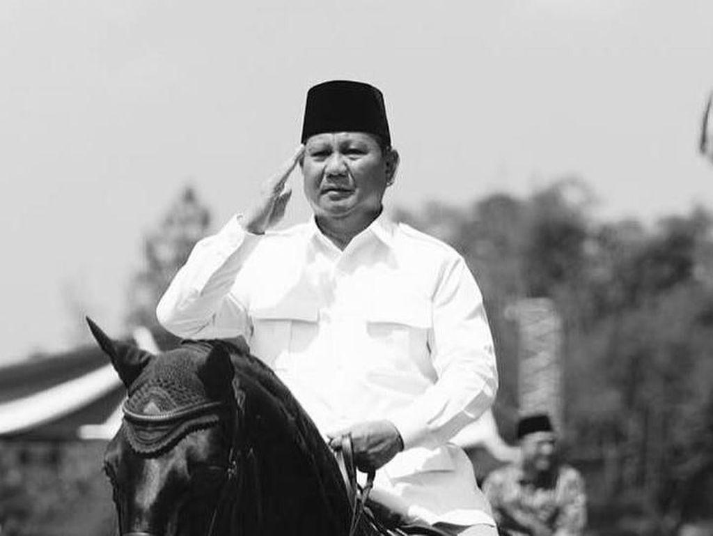 Aksi Prabowo di Rakornas Gerindra: Berkuda hingga Telanjang Dada