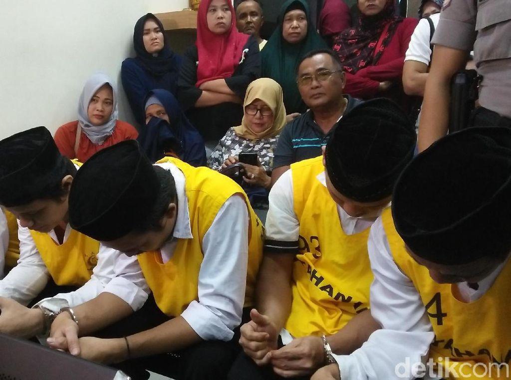 Wajah Lesu Terdakwa Penelanjangan Sejoli di Tangerang Jelang Vonis
