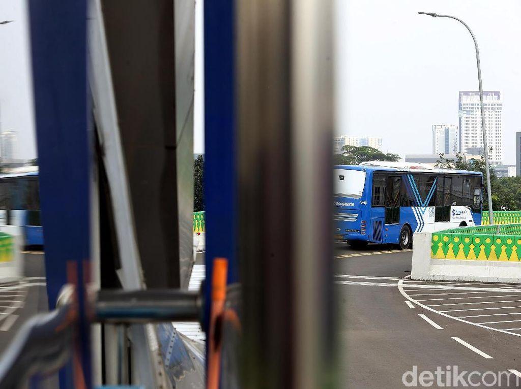 Imbas Demo Tolak UU Ciptaker: TransJakarta Alihkan Rute, 4 Halte Setop Beroperasi