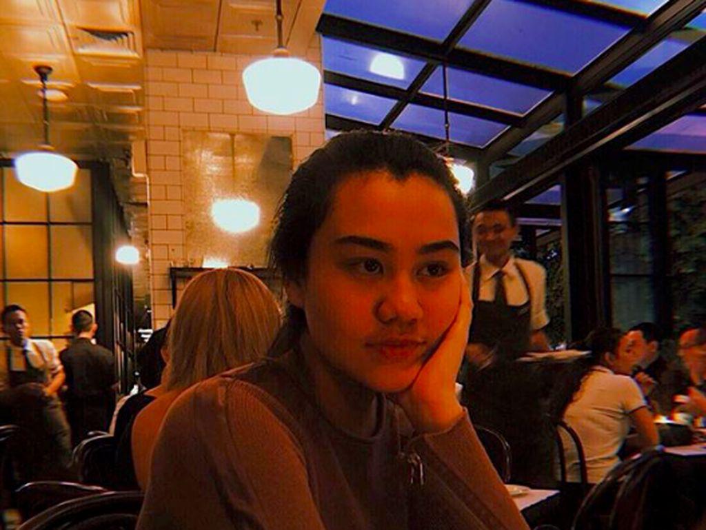 Makin Dewasa dan Cantik, Intip 10 Pose Aaliyah Massaid Ngemil Es Krim hingga Gulali