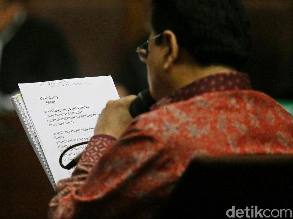 Momen Novanto Baca Puisi saat Pleidoi