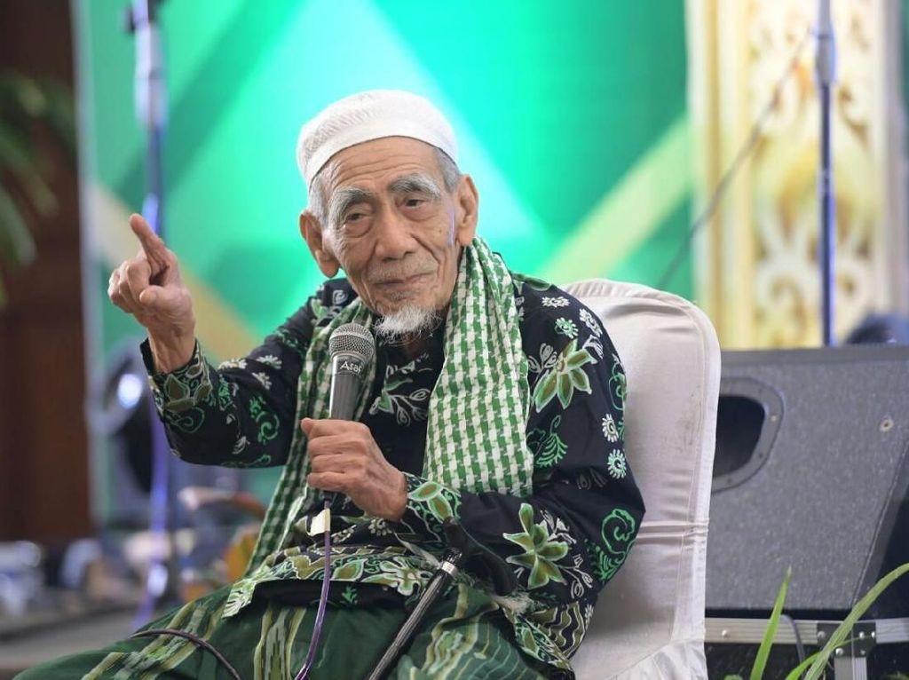 Cerita Puan soal Mbah Moen Sempat Bertemu Megawati Sebelum ke Mekah