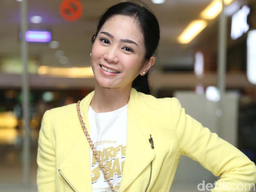 Bunga Zainal Shining in Yellow