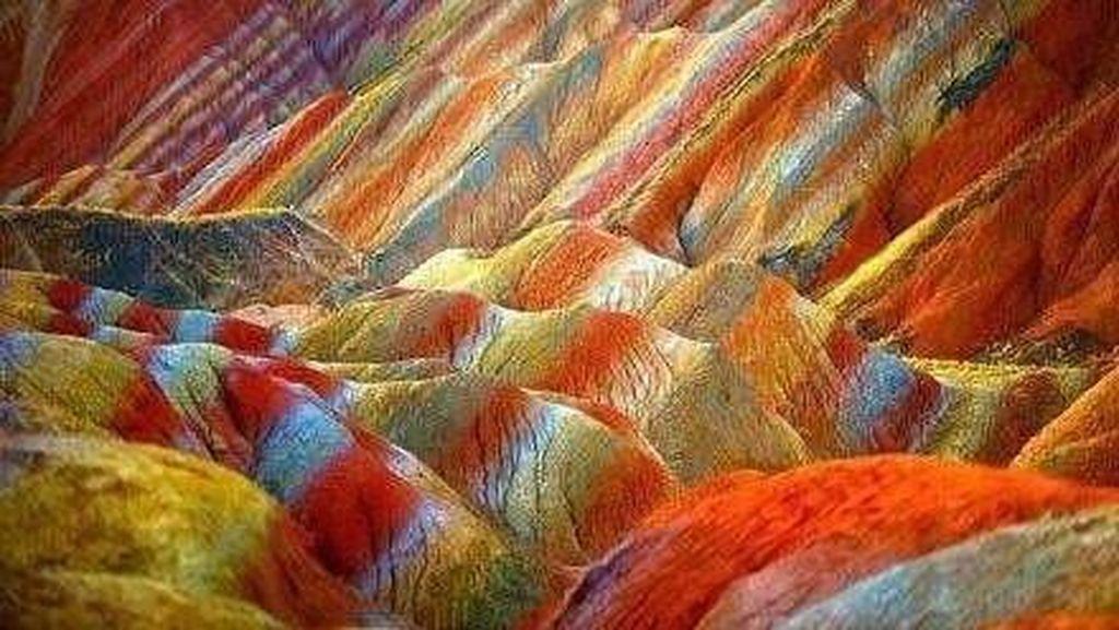 Foto: Bukit Pelangi Nan Ajaib di China