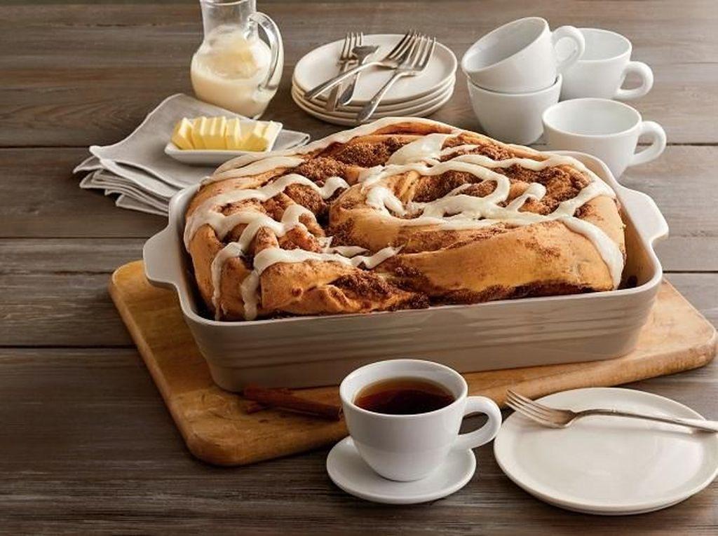 Wow, Toko Roti Ini Pecahkan Rekor dengan Ciptakan Cinnamon Roll Setengah Ton