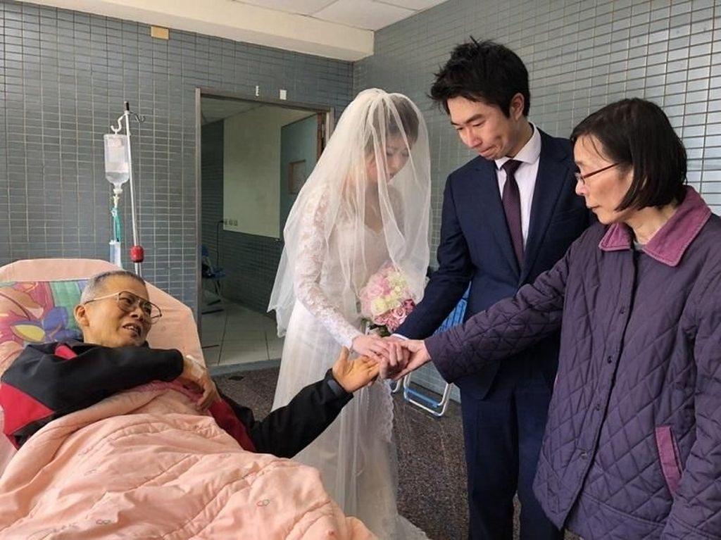 Haru! Sakit Keras dan Terbaring di RS, Ayah Ini Jadi Saksi Putrinya Menikah