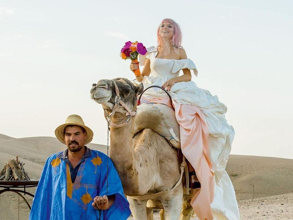 Pernikahan Paling Epik! Pasangan Ini Menikah di Gurun Pasir