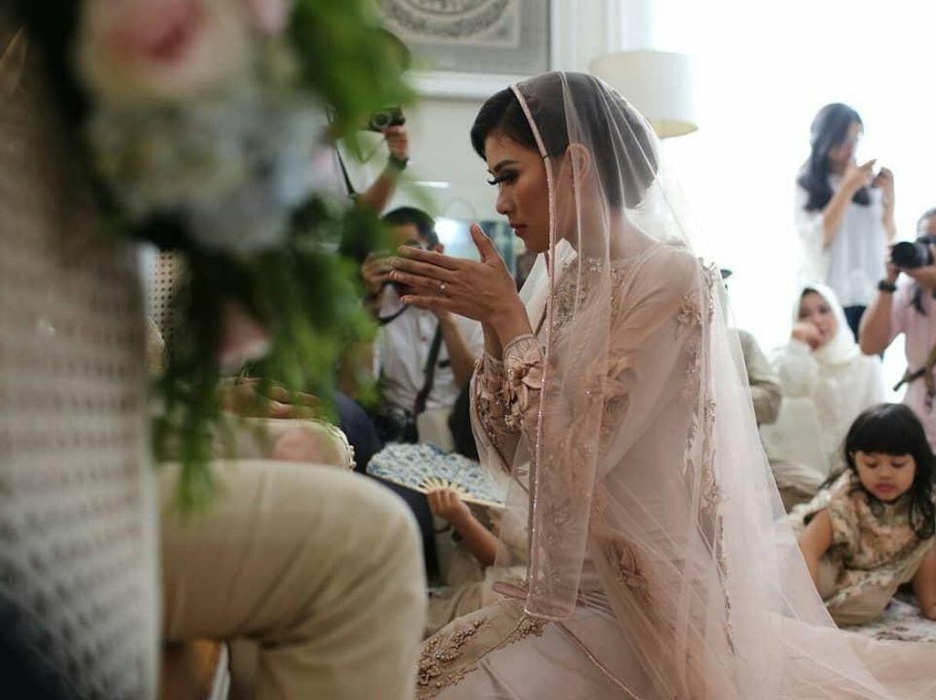 Intip Prosesi Pengajian Jelang Pernikahan Syahnaz
