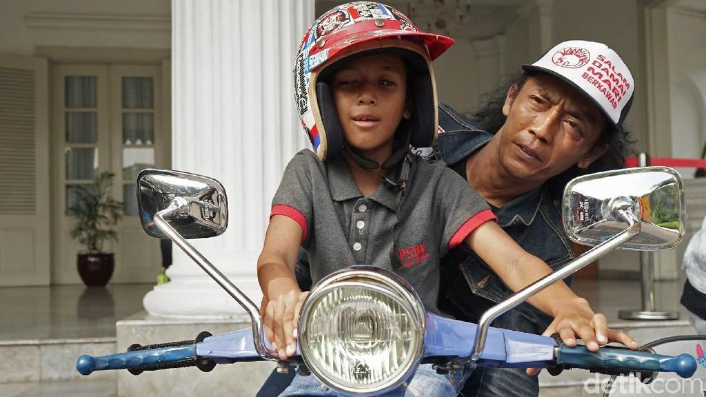 Anak-Anak Tuna Netra Kunjungi Balai Kota