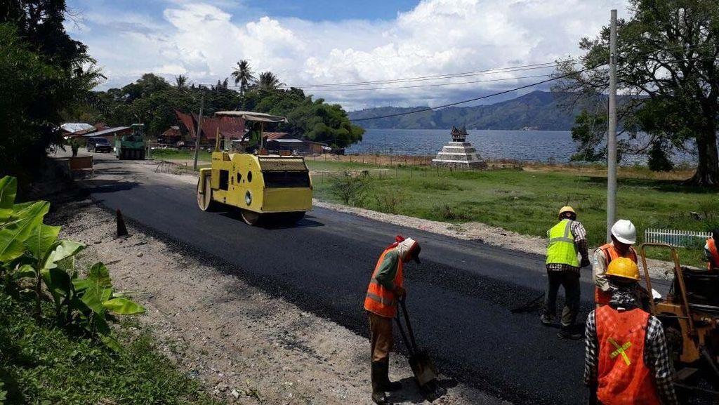 Ke Danau Toba Singgah di Samosir, Jalannya Diperlebar Lho