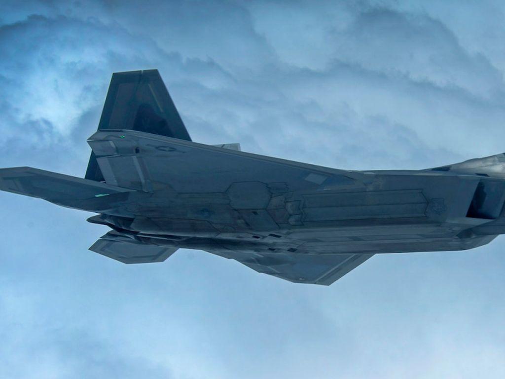 Jet Tempur F-22 Raptor Amerika Serikat Jatuh Saat Latihan
