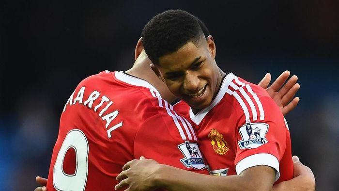 Marcus Rashford dan Anthony Martial akan bermain di berbagai posisi di lini serang Man United. (Foto: Laurence Griffiths/Getty Images)