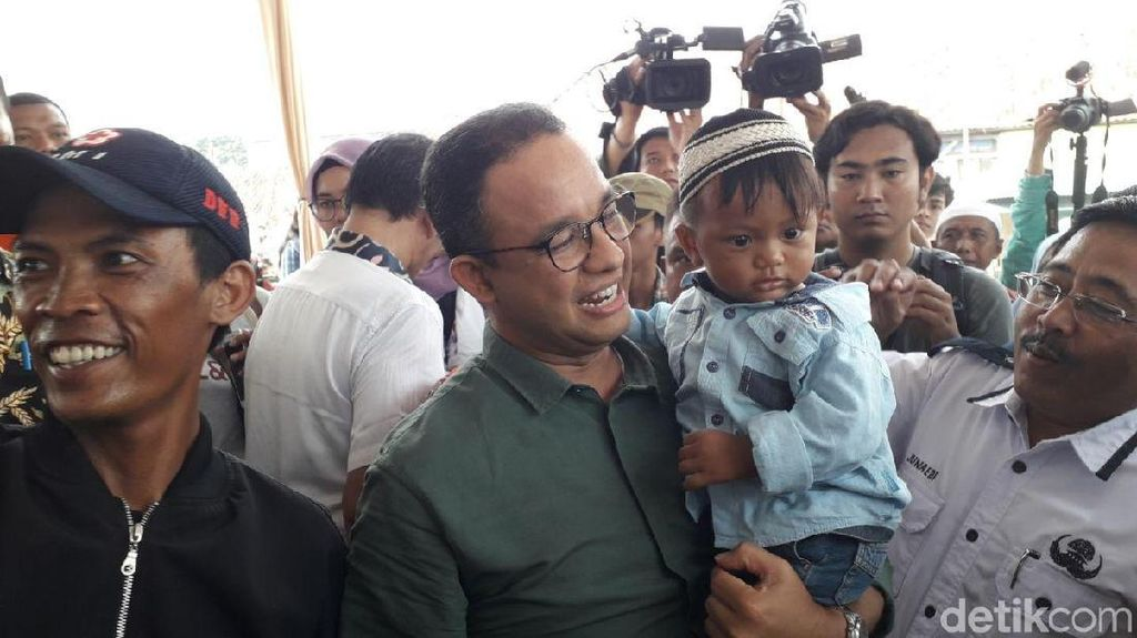 Muhammad Anies Sandi dalam Gendongan Anies