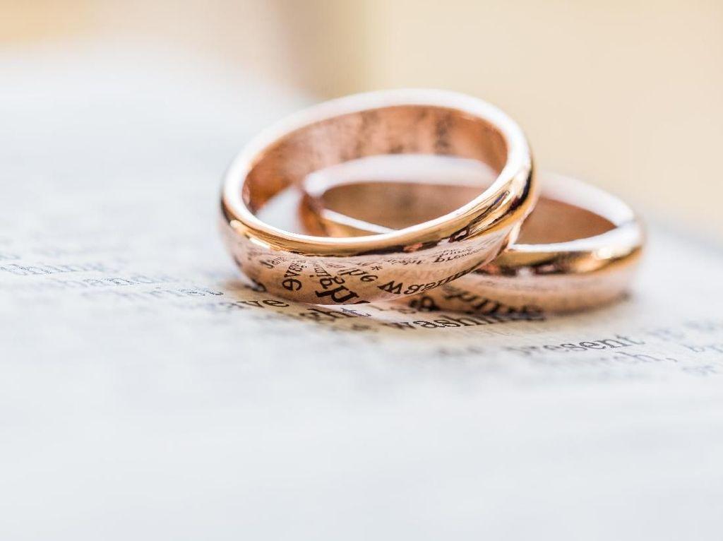 Revisi UU Perkawinan Disahkan DPR Hari Ini, Usia Minimal Nikah Jadi 19 Tahun