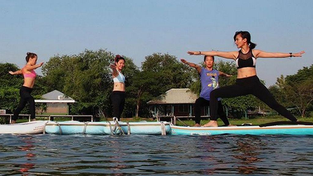 S.U.P Yoga, Tren Yoga di Atas Air Pakai Papan Seluncur