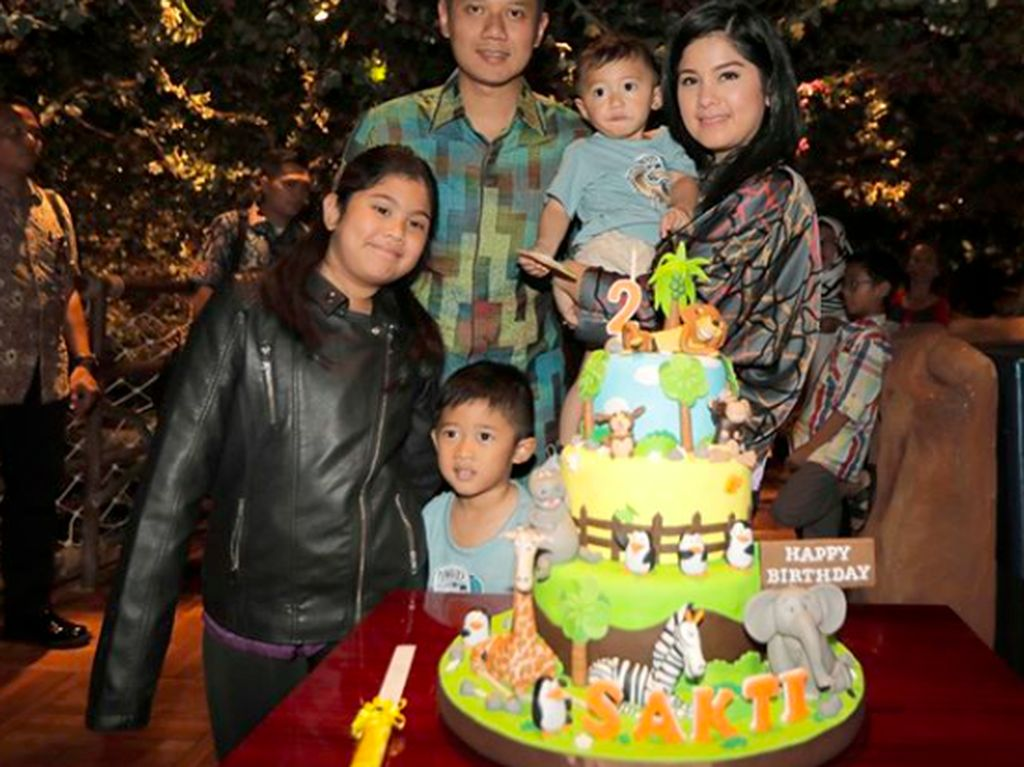 Melihat Gaya Makan Mantu SBY, Annisa Yudhoyono yang Makin Cantik