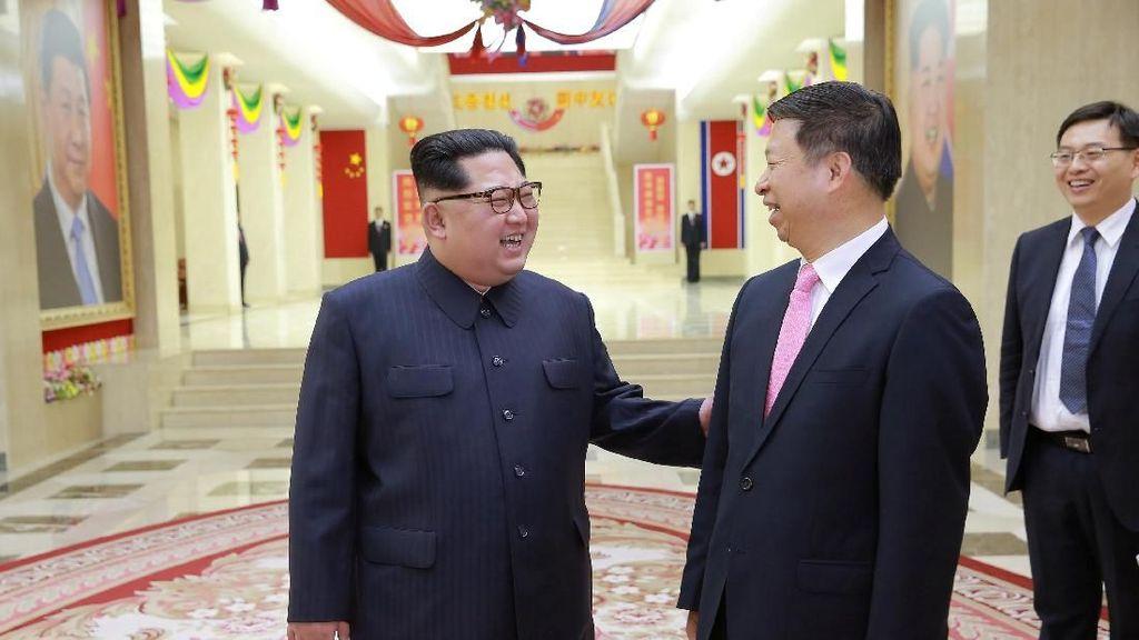 Momen Kim Jong Un Bertemu Diplomat Senior China di Pyongyang