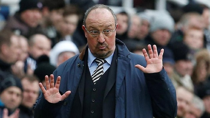Soccer Football - Premier League - Newcastle United vs Huddersfield Town - St James Park, Newcastle, Britain - March 31, 2018   Newcastle United manager Rafael Benitez gestures   Action Images via Reuters/Craig Brough    EDITORIAL USE ONLY. No use with unauthorized audio, video, data, fixture lists, club/league logos or