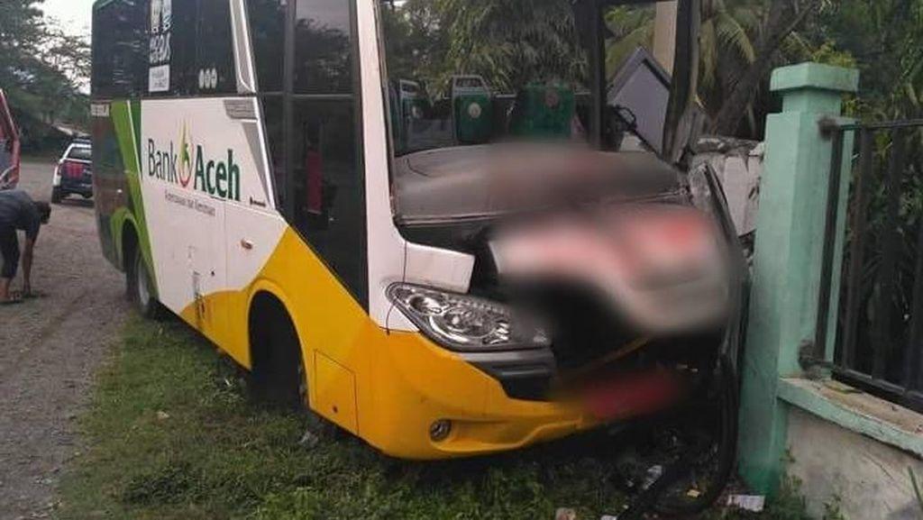 Foto: Bus Rombongan Zikir Akbar Kecelakaan, 2 Orang Tewas