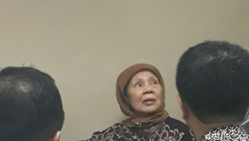 Detik-detik Penangkapan Koruptor Siti di Radio Dalam