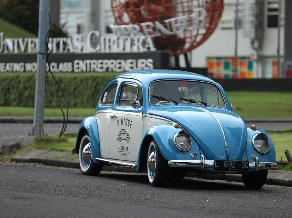 Tur dengan Mobil Jadul, Cara Beda Jelajah Kota Tua Surabaya