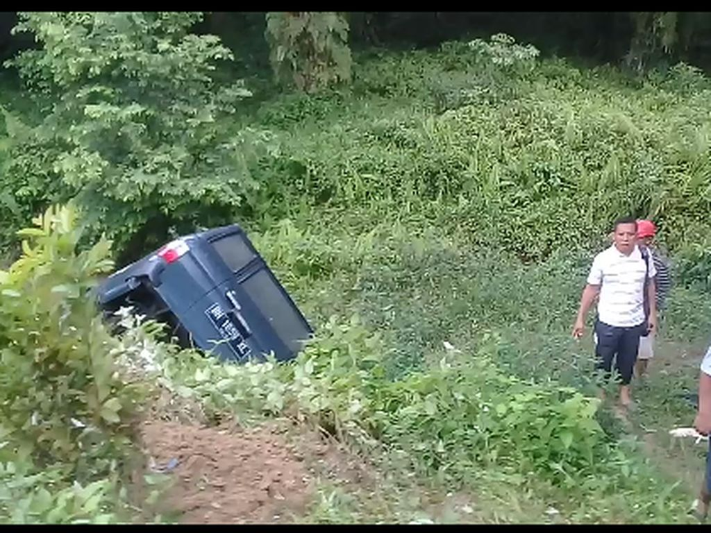 Mobil Masuk Jurang-Terseret Arus Sungai di Mamasa, 3 Orang Hilang