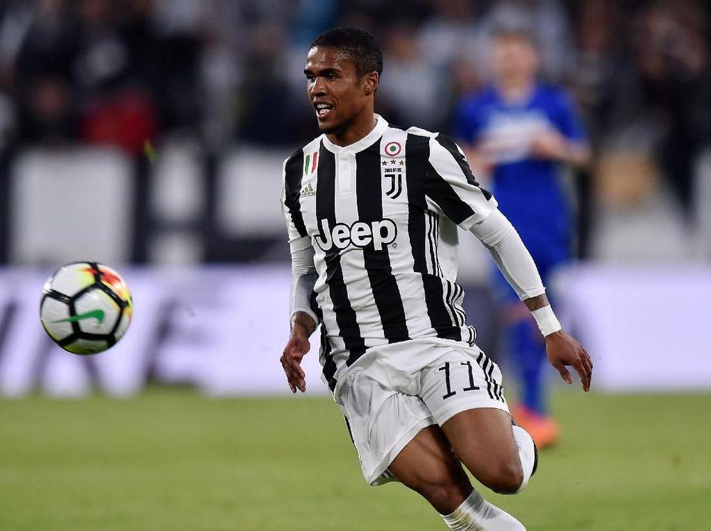 Ikuti Ronaldo, Douglas Costa Juga Selebrasi Tak Senonoh