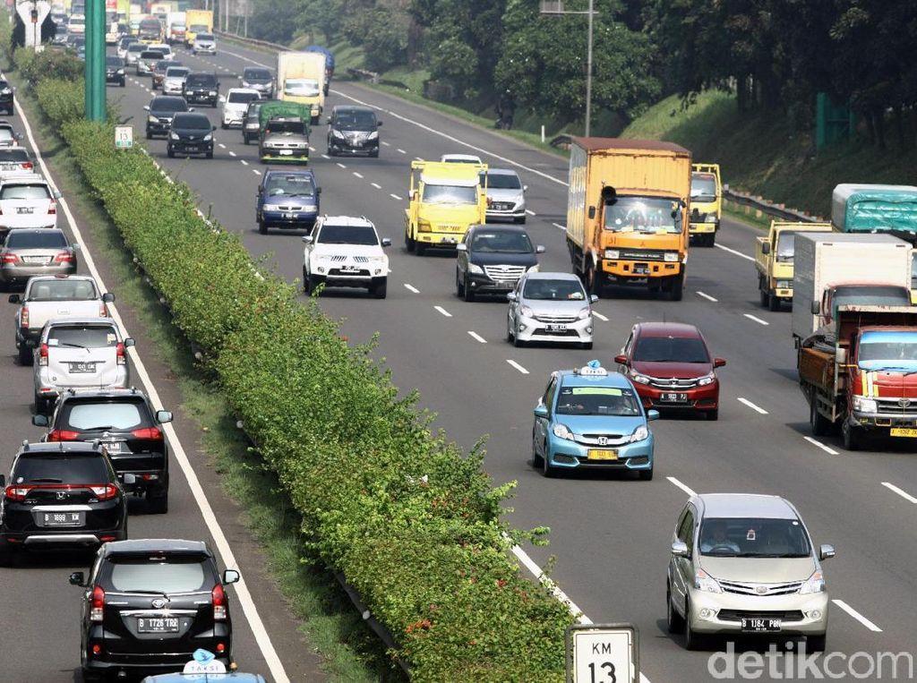 Cerita Korban Pelemparan Batu Sebesar Helm di Tol Tangerang