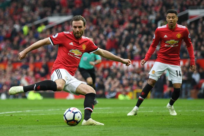 Juan Mata kecewa betul Man United dikalahkan West Brom. (Foto: Shaun Botterill/Getty Images)