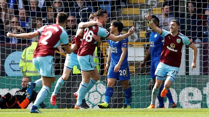 Burnley tampil cukup mengejutkan di musim ini. Menembus posisi ketujuh klasemen, mereka sudah membukukan sebanyak 11 clean sheets. (Foto: Ed Sykes/Action Images via Reuters)