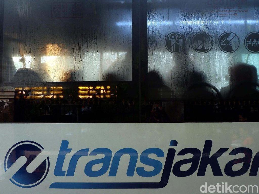 Karyawan Magang Geruduk Kantor TransJakarta, Ada Apa?