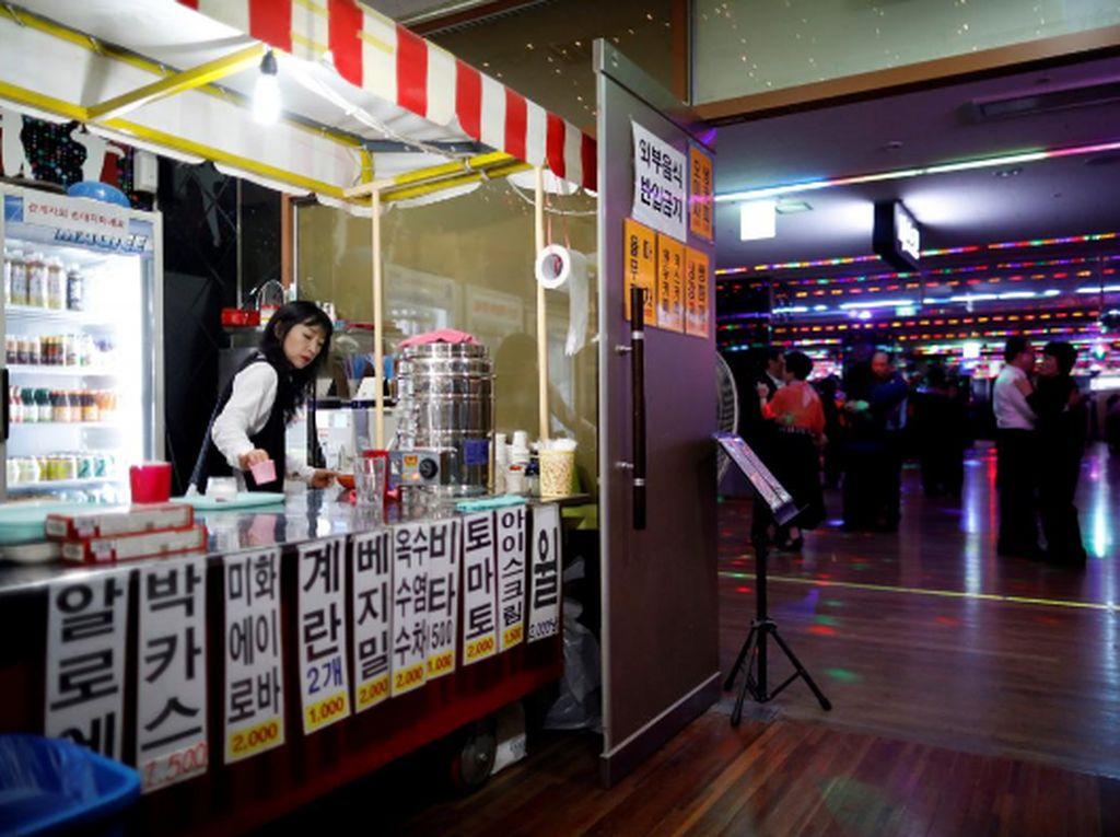 Tak Jual Miras, Diskotek Unik di Korsel Ini Cuma Sedia Yoghurt